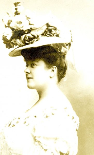 Florrie Forde (in hat), c.1905 by Unknown