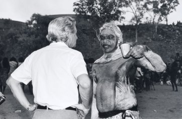 Discussion between Bob Hawke and Galarrwuy Yunupingu, Burunga Festival, Northern Territory, 1988 (printed 2015) by Sue Ford