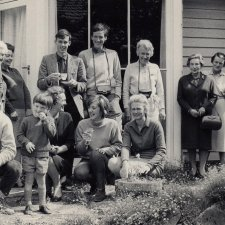 Trumble and Borthwick families (Mum front right, Angus smallest), ca. 1968