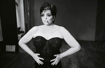 Liza Minnelli, by Mary Ellen Mark, December 2001 publ. March 2002.