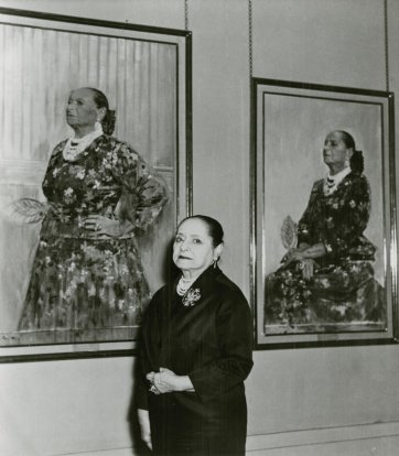 Helena Rubinstein with Graham Sutherland portraits, c. 1964