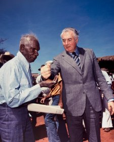 Prime Minister Gough Whitlam pours soil into the hand of traditional land owner Vincent Lingiari, 1975 Mervyn Bishop