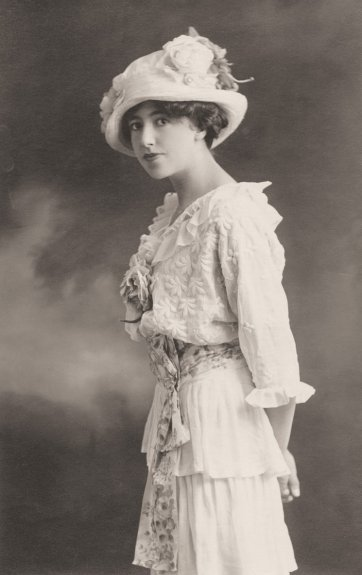 Hilda Rix, c. 1910 unknown photographer