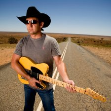 Lee Kernaghan near Broken Hill, 2005 Ian Jennings