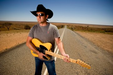 Lee Kernaghan near Broken Hill, 2005 by Ian Jennings
