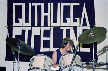 Guthugga Pipeline, Christmas Show, upstairs, The (old) Griffin Centre, Civic, 22 December 1979, Wayne Millar (drums) 'pling