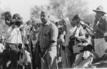 Yami Lester speaks at Uluru Handback Ceremony, 1985 (printed 2003) Juno Gemes