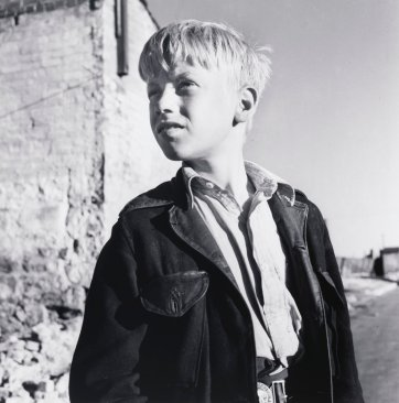 Surry Hills boy 1, 1948 (printed 2000) David Moore